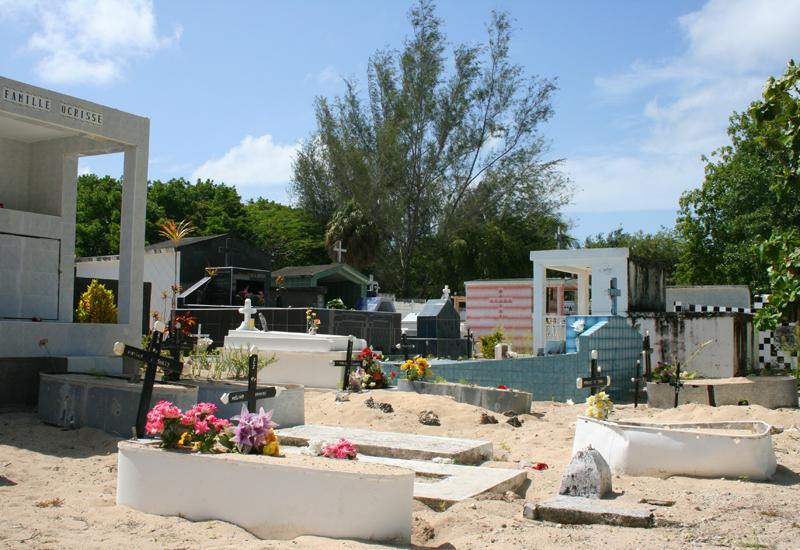 Seaside cemetery - Port-Louis. Frequently used zinc sheets