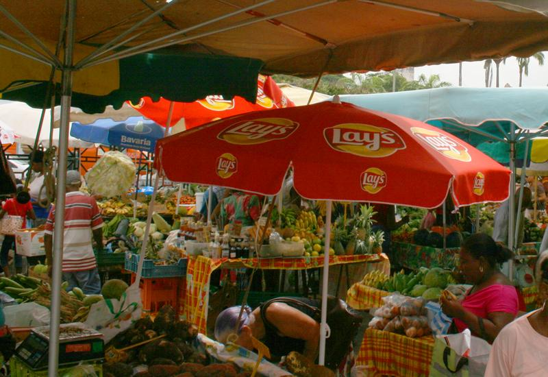 On the Darse stands daily the fruit and vegetable market