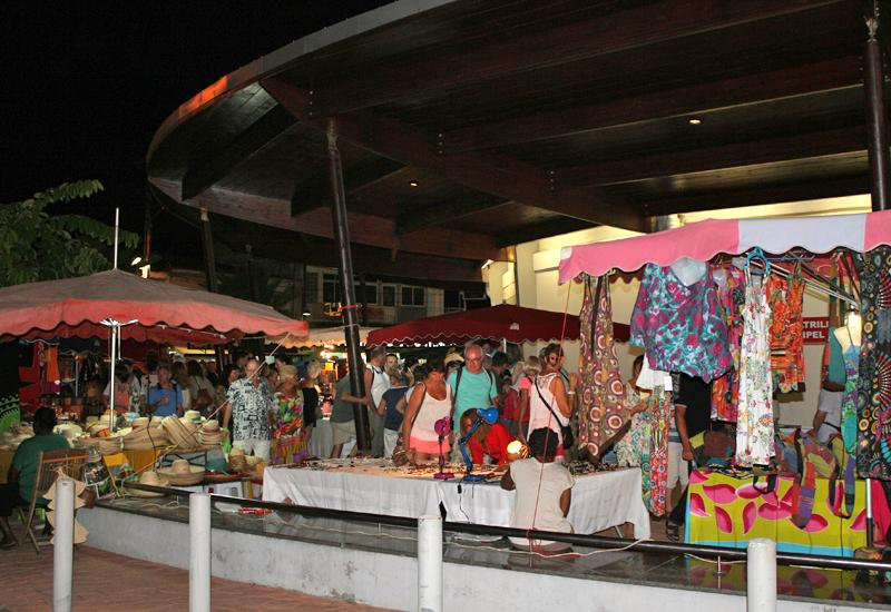 Night market. Outside, fabrics, hats, local products