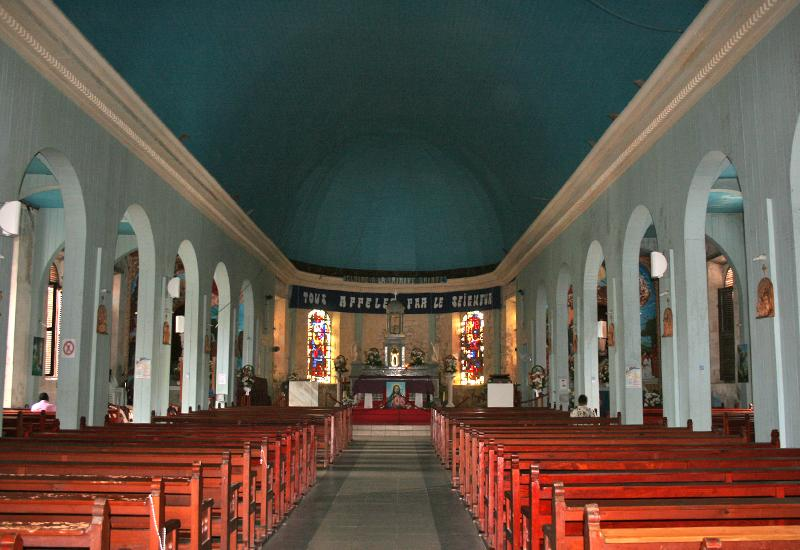 Church of the Immaculate Conception: central nave, collaterals and choir