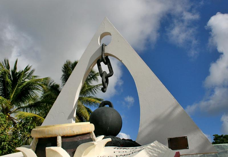 City of Saint François, monument to the memory of slaves, broken chain, message of freedom