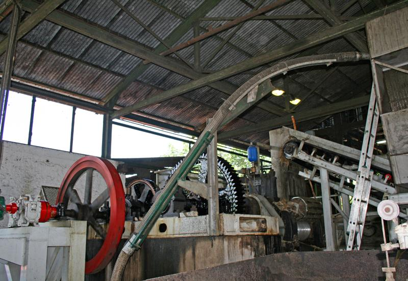 Distillerie Poisson - Grand-Bourg - cane crushing