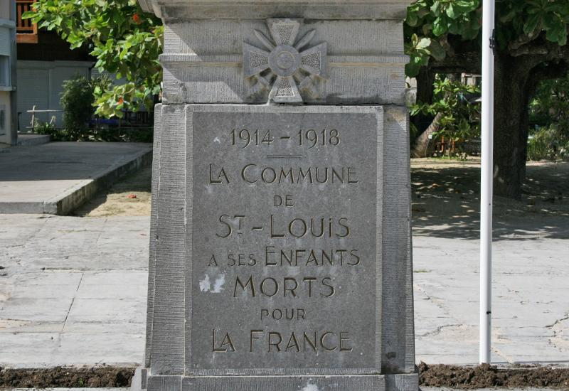 City of Saint-Louis, war memorial, under the military decoration, names