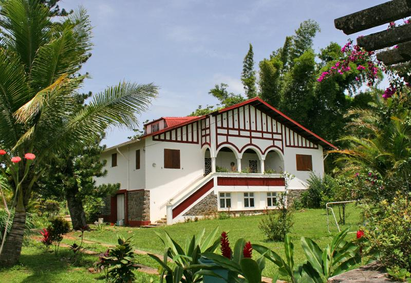Vernou district: Villa Kiludi, elegant and opulent villa