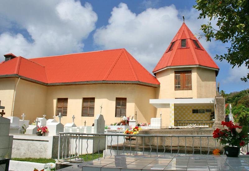 Saint Nicholas Church: leaning against the choir of the church, the octagonal bell tower