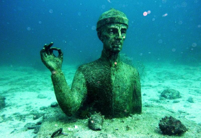 Pigeon Ilets - city of Bouillante. The bust of the commander submerged by 12 meters of bottom
