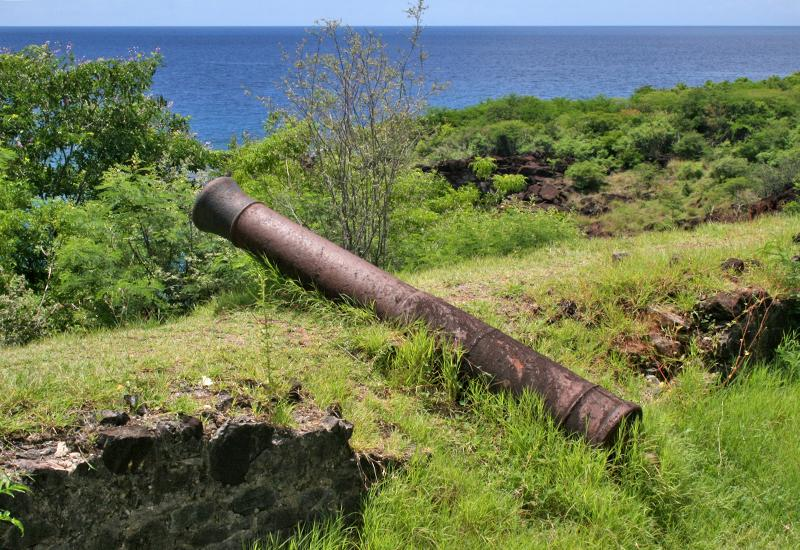 Anse à la Barque, Bouillante, the last remains of the old battery