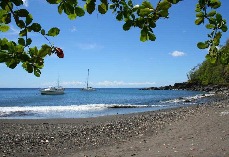 Anse Dupuy - Vieux-Fort - Guadeloupe: A small gray sand cove