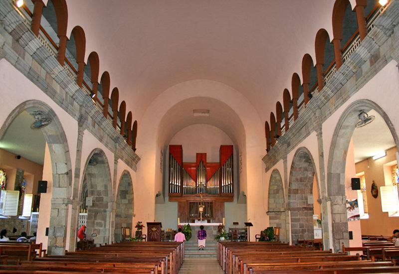 Guadeloupe, Basse-Terre, Eglise Notre-Dame du Mont Carmel. Nave and choir