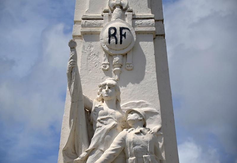 "Under the RF monogram, the protective Marianne and the soldier (""the hairy"")"