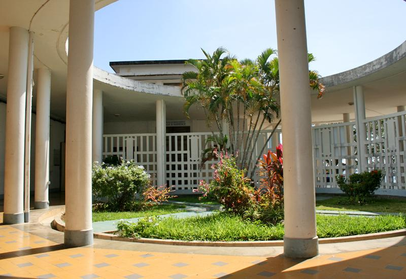 Courthouse - Basse-Terre: the circular patio