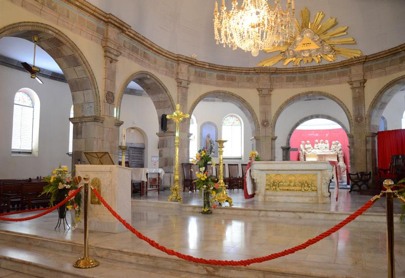 Notre-Dame cathedral of Guadeloupe - Basse-Terre: the choir and its richly decorated altar