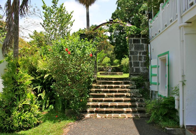 Guadeloupe - Habitation Bois-Debout - Capesterre Belle-Eau. The staircase and the gate of the eighteenth are only preserved: