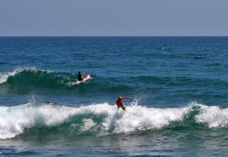 Surfers confirmed as beginners come to Anse Salabouelle