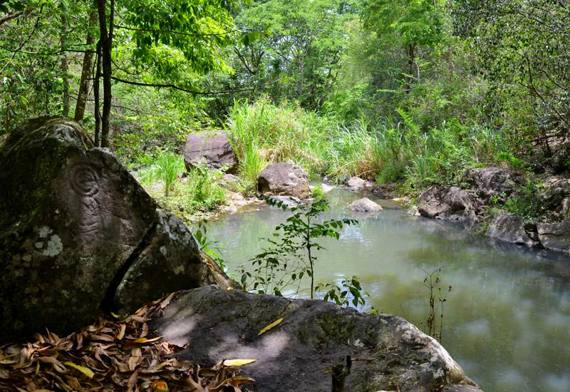 Amerindian heritage - Baillif: petroglyphs along the river
