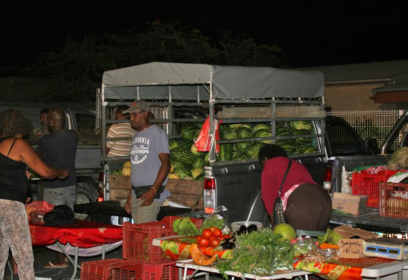 Sainte-Anne night market, direct sales by farmers