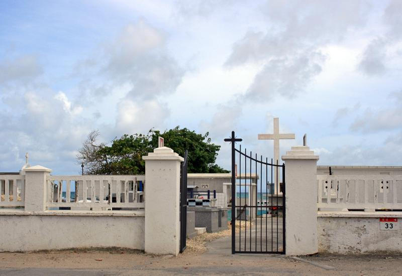 Indian Cemetery - city of Saint-François. Between road and sea